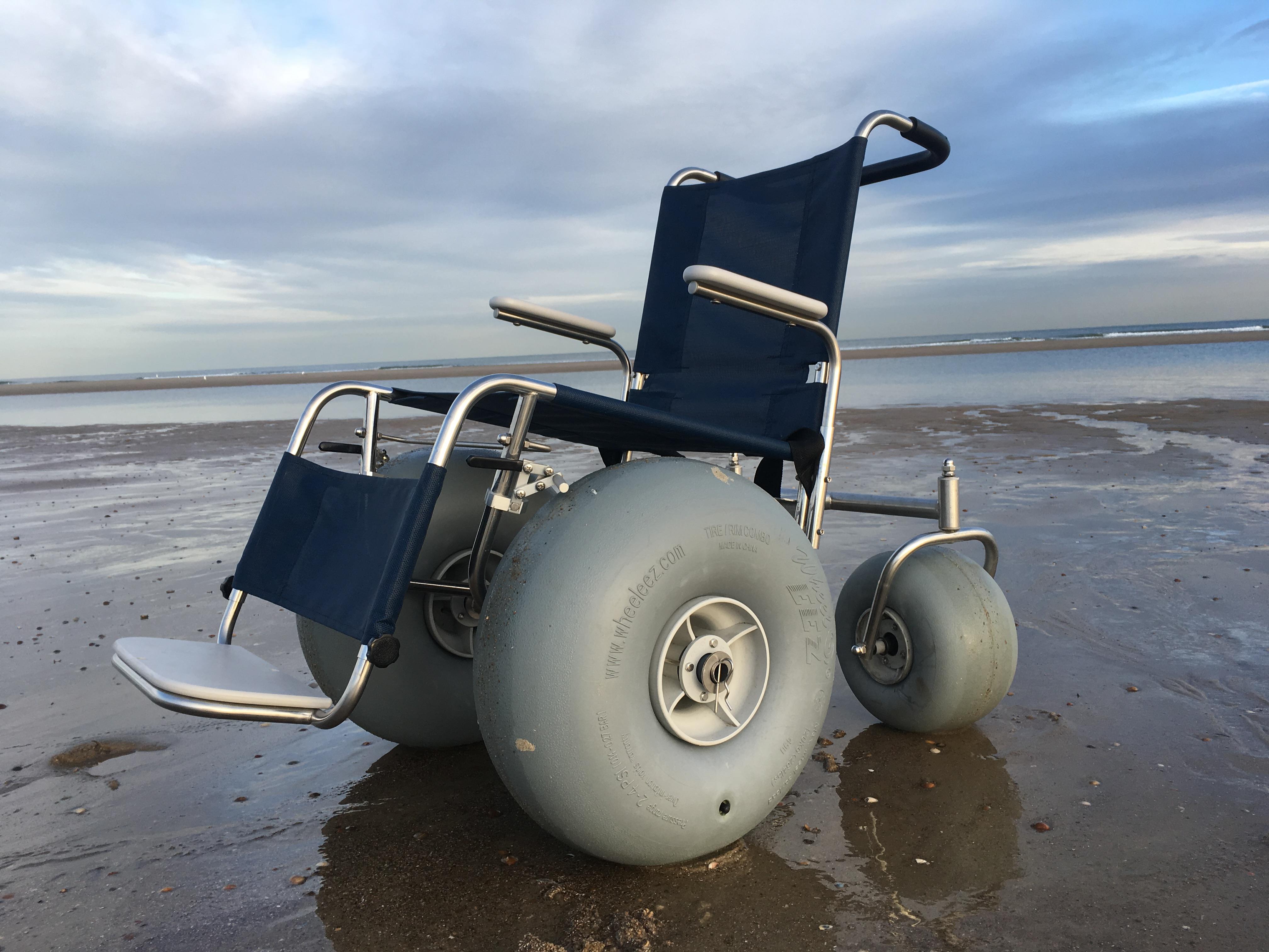 De-Bug strandrolstoel zij-aanzicht